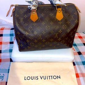 Louis Vuitton speedy. 30